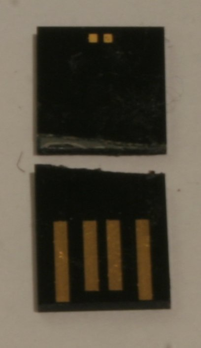 And finally - the reason it was broken: the electronics, and the memory chip. Yup, literally broken. And the dimensions of this thingie? 25.5mm long, 11mm wide and just short of 2mm thick